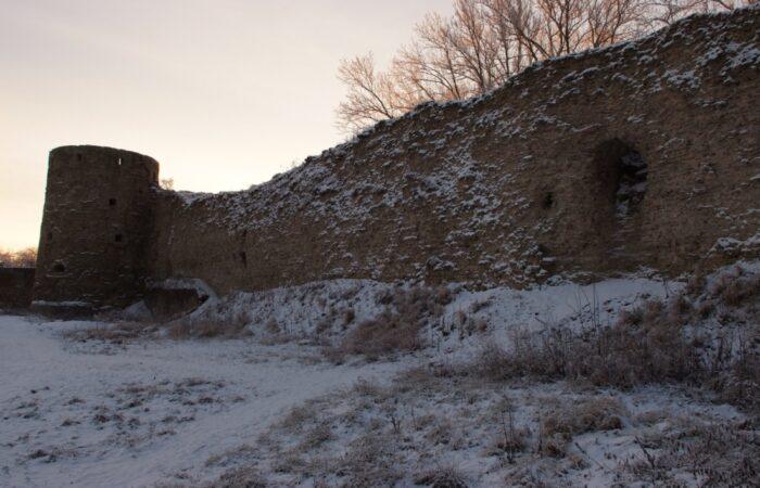 Копорская крепость Общий вид здания 2