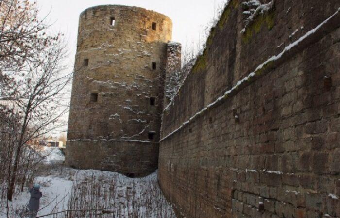 Копорская крепость Общий вид здания 3